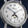 Mit der Classique Phase de Lune Dame 9088 gewährt uns Breguet in einer Art Vorpremiere sein Pre-Basel 2016 Modell: ein Zeitmesser der Linie Classique, der mit einem der poetischsten Komplikationen der Uhrmacherei ausgestattet ist, der Mondphase.