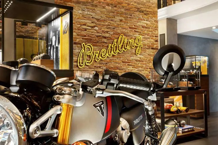 740.5 04 breitling x triumph motorcycles