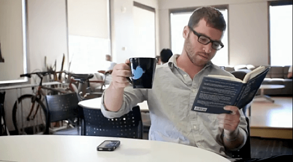 Twitter - Faster than an earthquake