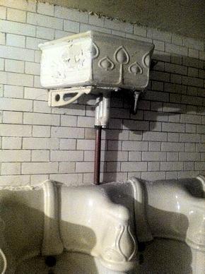 Ganz recht, viktorianische Herrentoilette