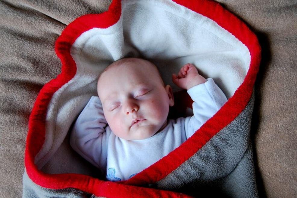 bébé qui dort  (1)