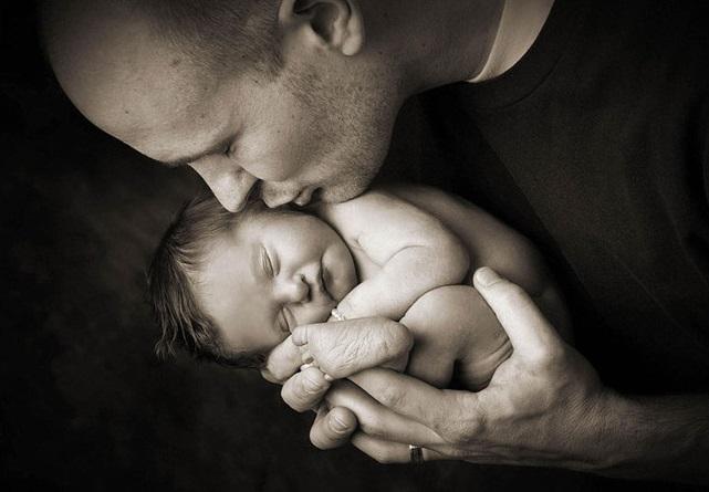 Des photos poignantes de parents posant avec leur bébé8