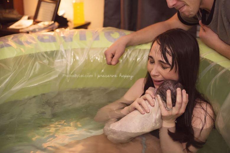 Leilani-Rogers-photographe-accouchement-bebe-eau