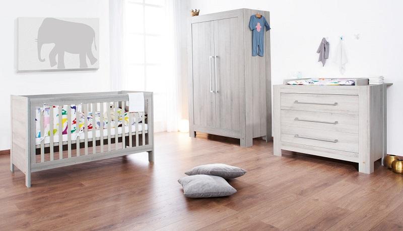 chambre blanche et bois bebe