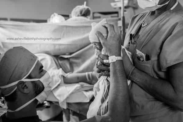 photos-accouchement-papa-et-bebe-bienvenue-photographe-professionnel-27