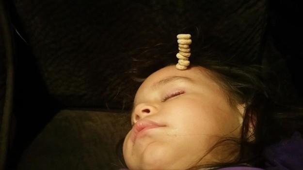 pile de cheerios tete bebe defi