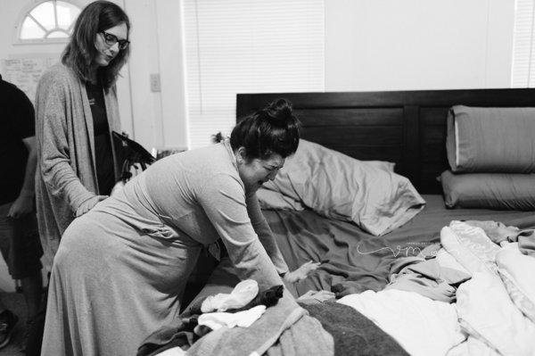 photographes-professionnels-capturent-femmes-qui-accouchent-a-domicile-11