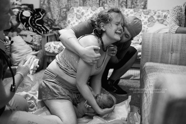 photographes-professionnels-capturent-femmes-qui-accouchent-a-domicile-13