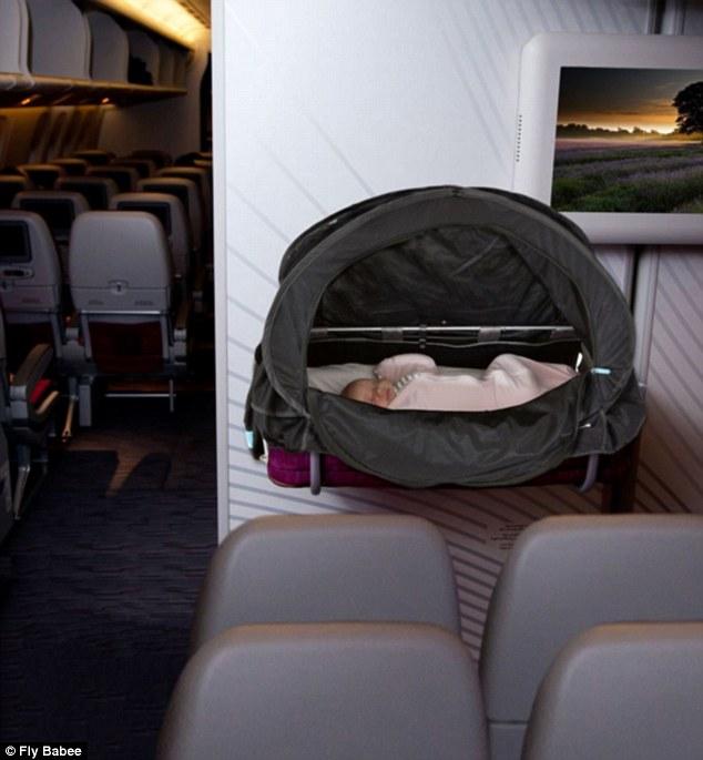 flybabee-invention-pour-voyager-avec-bebe-avion-par-emma-lovell