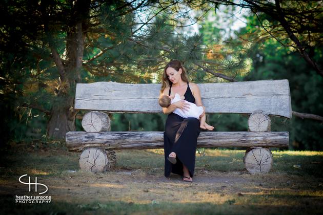 Heather-sansone-photographies-mamans-qui-allaitent-bebe-13
