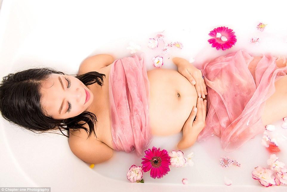 Wendy-Atkins-photographe-professionnelle-future-maman-shooting-photo-bain-lait-5