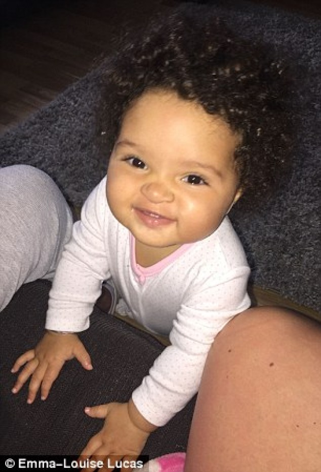 emma louise bebe cheveux fous