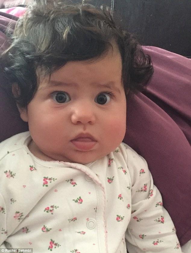 fille de rachel bebe cheveux fous
