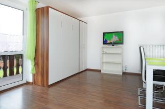 Schrankbett und TV