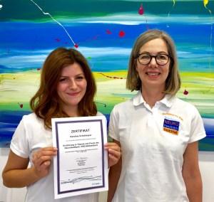 Karolina Schollmayer mit Kurs Zertifikat