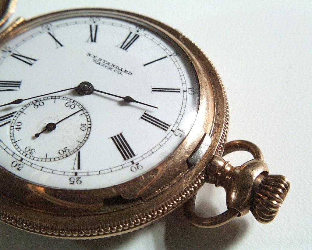 Imagen de un reloj que representa la velocidad de procesamiento relacionada con el daño cerebral