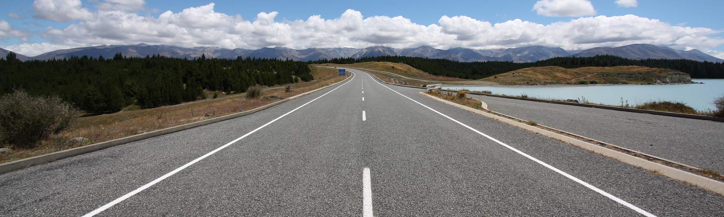Straße auf Neuseeland Richtung Mount Cook