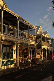 Sicht auf Sally's Restaurant von der Straße aus