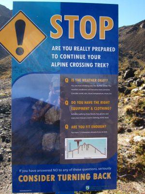 Warnschild auf dem Tongariro Alpine Crossing Weg