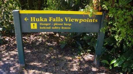 Schild zu den Huka Falls