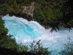 Aufgeschäumtes Wasser am Huka Fall