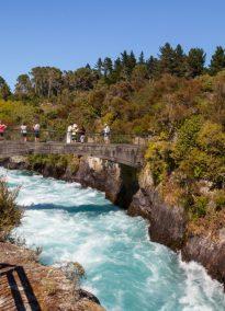 Brücke über den Waikato River bei den Huka Falls
