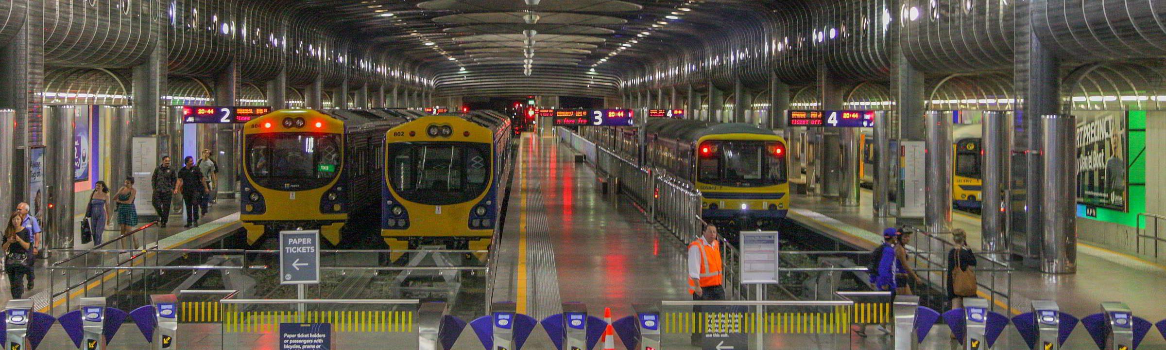 Auckland Hauptbahnhof mit Zügen