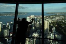 Stabiles Glas und geile Aussicht - Sky Tower von Auckland