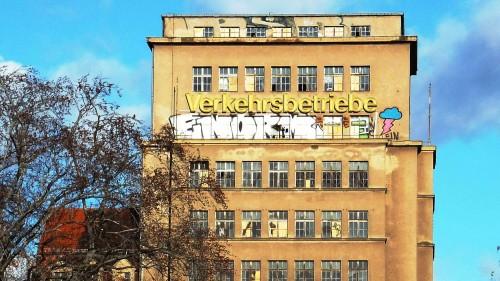 Hochhaus neu beschriftet.