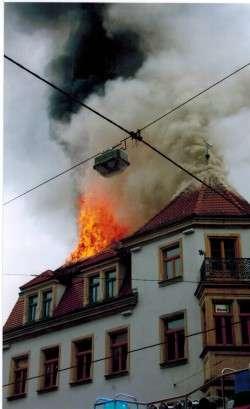 2004 hatte es während der BRN im Stadtteilhaus gebrannt. Foto: Stadtteilarchiv