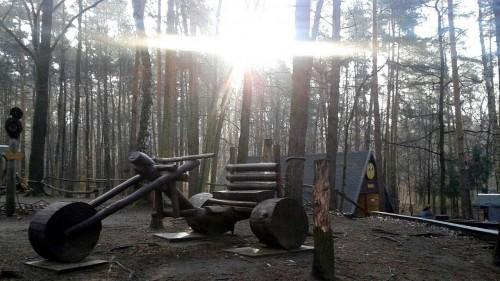 Waldspielplatz im Albertpark in der Morgensonne
