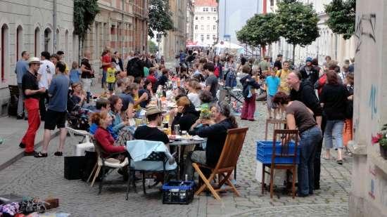 Wird es sicher wieder geben: Frühstückstafel auf der Sebnitzer Straße - Foto: Archiv 2012
