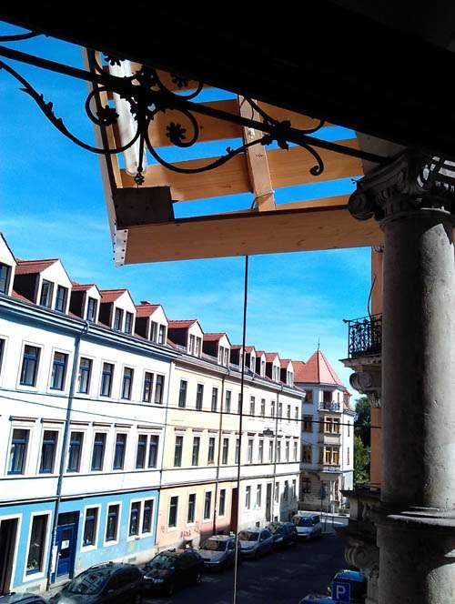 So sieht es aus, wenn das Bett am Balkon vorbeischrammt.