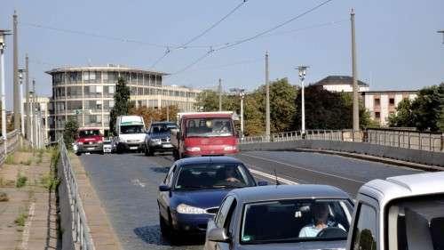 Autos oder Straßenbahn - wer soll während des Umbaus über die Brücke fahren?