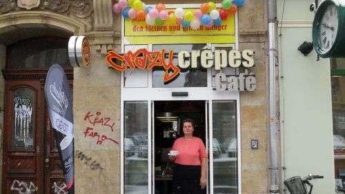 Sie zaubert die Crêpes und macht Kaffee: Petra