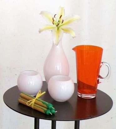 Tisch mit Accessoires