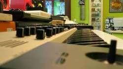 Pianos, Mixer, DJ-Pulte und viel mehr