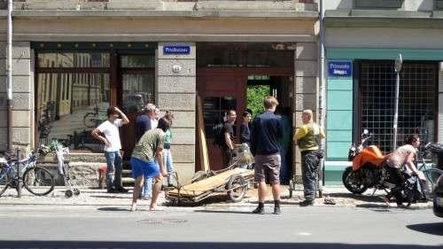 Helfer auf der Prießnitzstraße
