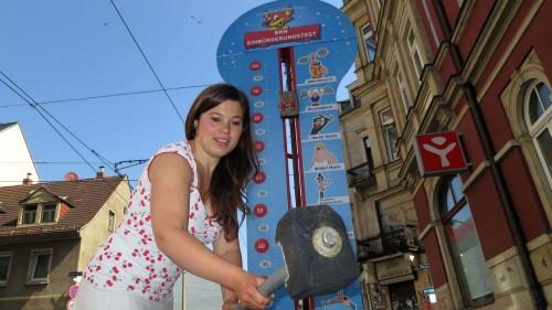 Vorm Catapult auf der Böhmischen Straße wird es einen kostenpflichtigen Einbürgerungstest geben. Julia hat heute schon mal getestet und bestanden.