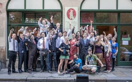 Das Filmteam nach erfolgreichem Abschluss der Aufnahmen.