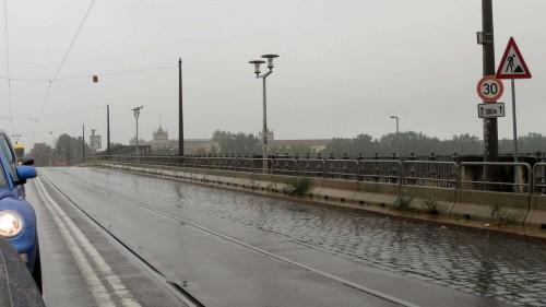 Albertbrücke im Regen
