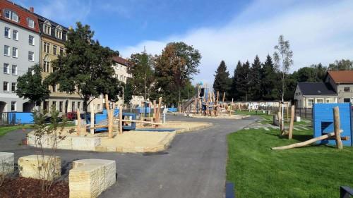 Kletterspaß auf dem neuen Spielplatz