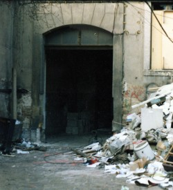 In leerstehenden Häusern, wie hier auf dem Bischofsweg, gab es damals reichlich Kohle im Keller