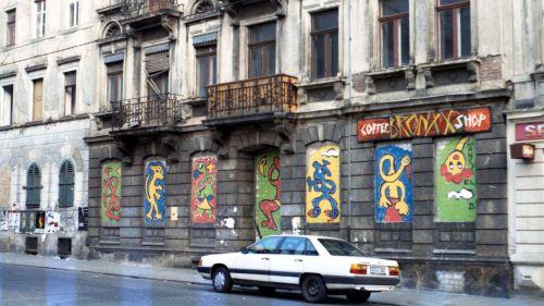 Die Reklametafel erinnerte noch ein paar Jahre an das Café Bronxx.