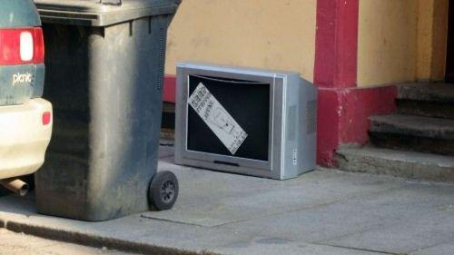 Fernseher-Werbung auf der Louisenstraße
