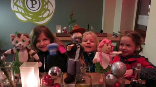 Freuen sich aufs Mitmach-Theater: Carlotta, Mira und Ella