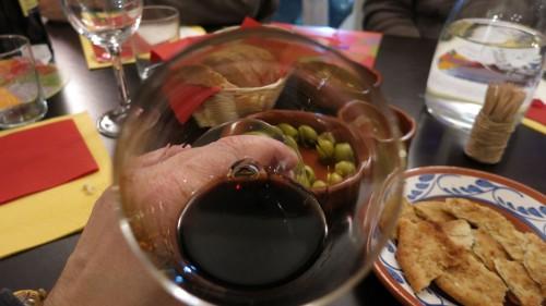 Tief ins Glas gucken, Nase reinhalten und schlürfen - bei Weinseminaren ist das ausdrücklich erwünscht.