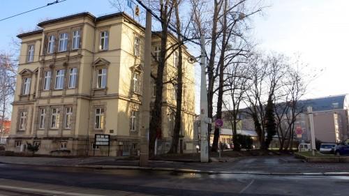 In dem Haus auf der Königsbrücker Straße 8 hat die Jugendgerichtshilfe ihren Sitz, das Gelände dahinter gehört der Stadt.