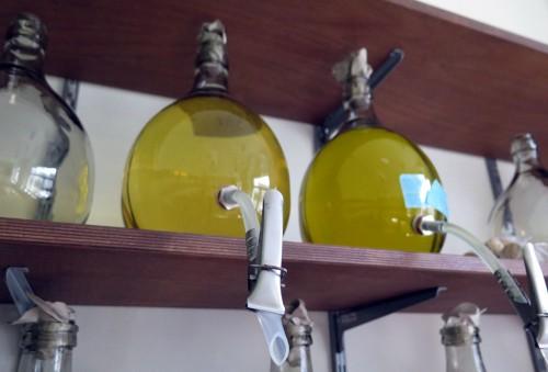 Shampoos, Öle und andere Flüssigkeiten zum Selberzapfen.