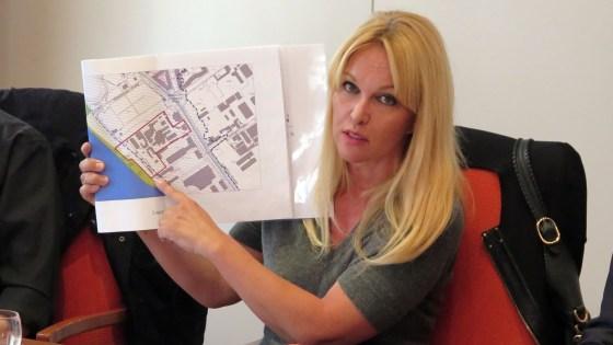 Um dieses Grundstück gehts: Investorin Regine Töberich bei einer Pressekonferenz im vorigen Jahr.